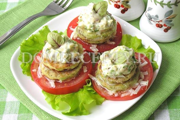 Кабачковые башенки с помидорами и сыром