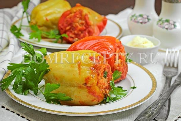 Перец, фаршированный куриным фаршем и рисом