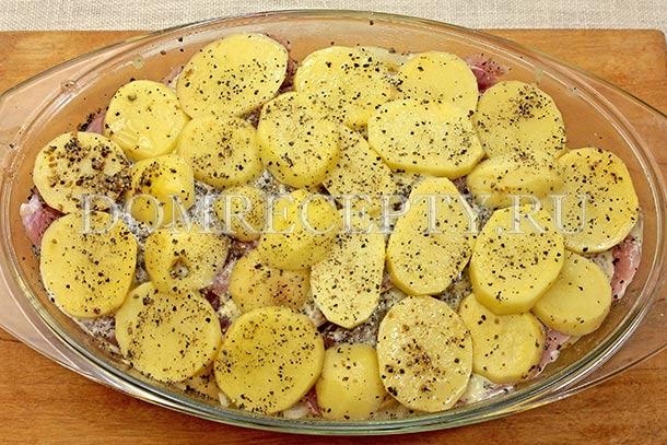 Последний слой делаем из картофеля