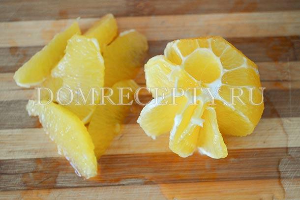 Вырезаем мякоть апельсина