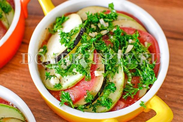 Посыпаем овощи зеленью