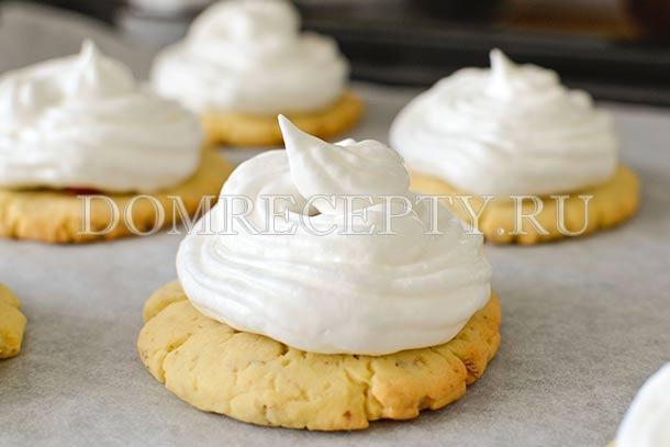 Украшаем печенье безе