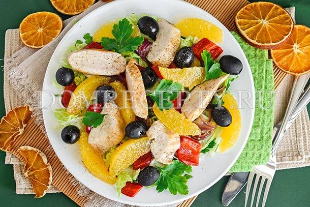 Теплый салат с куриным филе и апельсинами
