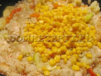 Добавляем кукурузу через 5 минут после кипения