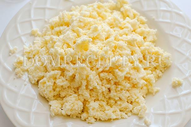 Разминаем адыгейский сыр