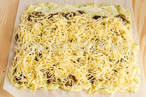 Добавляем мелко натертый сыр