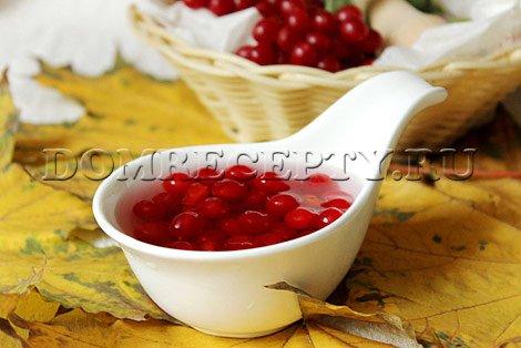 Шаг 2 - Заливаем ягоды калины кипятком
