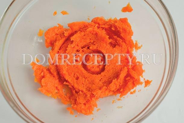 Измельчаем морковь в пюре