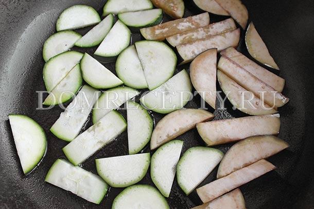 Шаг 2 - Нарезаем овощи для теплого салата