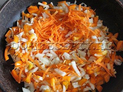 Шаг 3 - Пассеруем овощи
