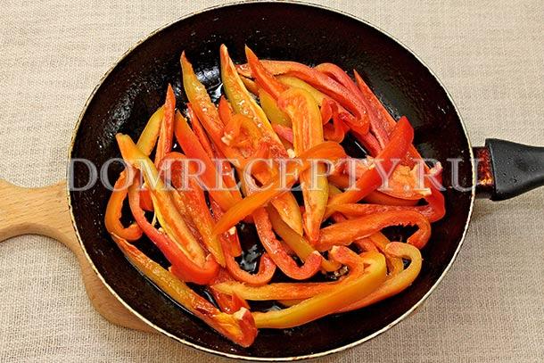Обжариваем болгарский перец