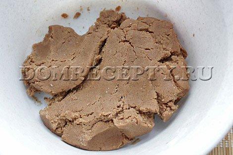 Замешиваем имбирное тесто для печенья