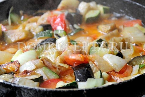 Тушим рагу до мягкого состояния овощей