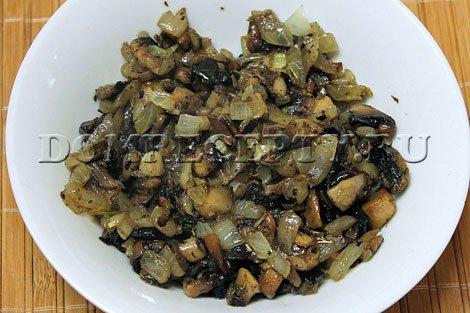 Рецепт драников. Шаг 4 - Обжариваем грибы