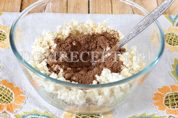 Всыпаем сахар и какао