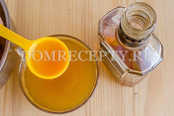 Добавляем в чай из облепихи и тыквы коньяк