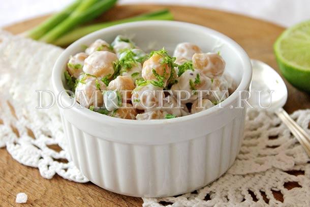 Салат из нута с йогуртом и зеленым луком