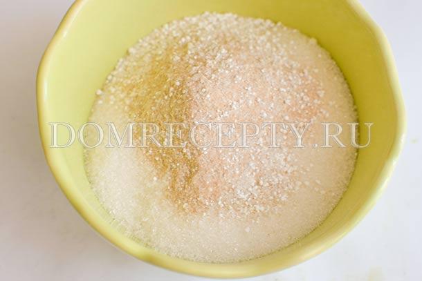 Смешиваем сахар и желирующую добавку