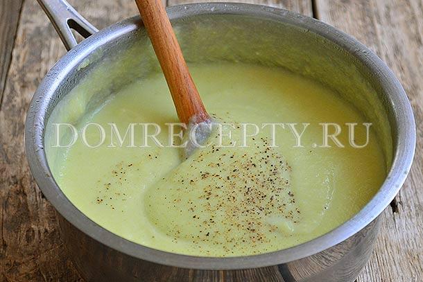Приправляем крем-суп мускатным орехом