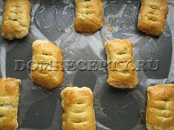 Шаг 7 - Даем остыть готовым слоеным пирожкам