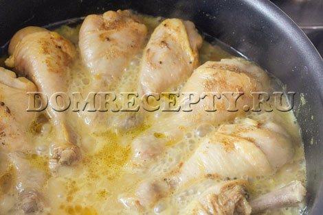 Тушим куриные голени в соусе карри