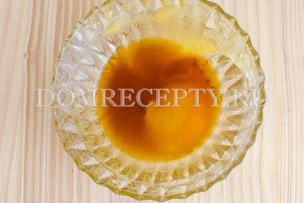 Смешиваем вустерширский соус и мед