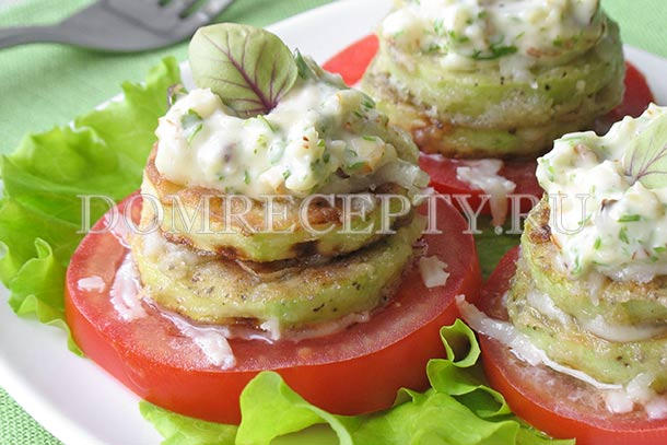 Башенки из кабачков с помидорами и сыром