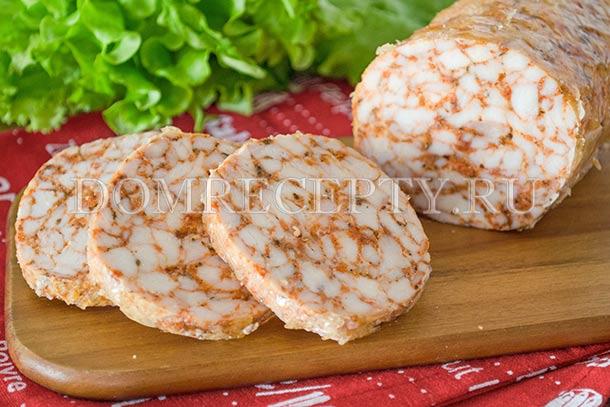 Домашняя куриная колбаса с желатином, приготовленная в духовке