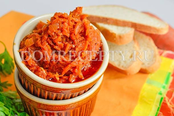 Икра из моркови с луком и томатной пастой