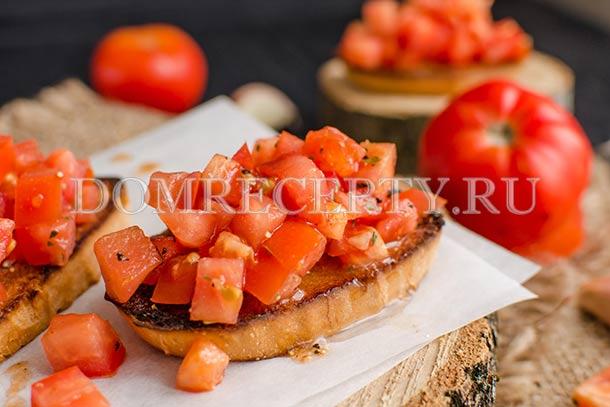 Итальянская брускетта с помидорами