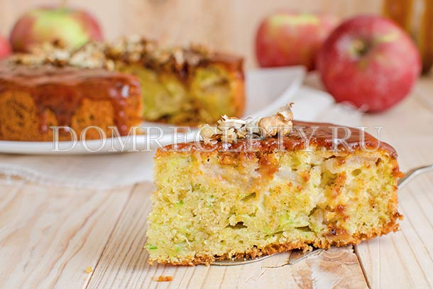 Кабачковый пирог с яблоками