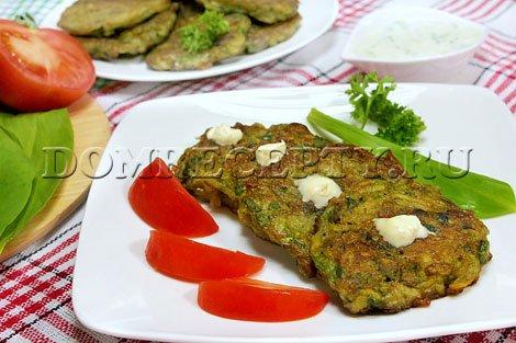 Картофельные драники с грибами и черемшой - рецепт с фото