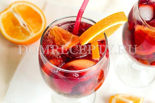 Клубничная сангрия с персиком и апельсином
