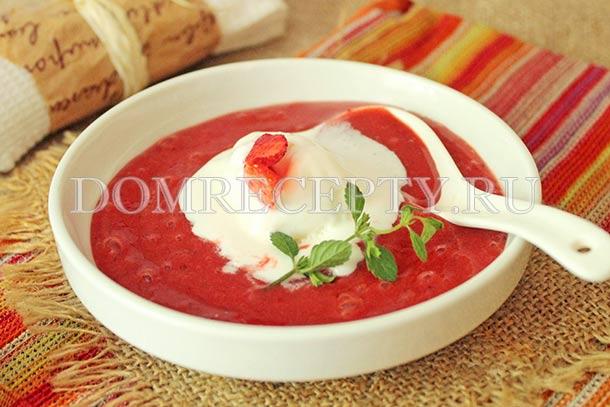 Клубничный суп с мороженым