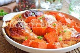 Курица с тыквой, запеченная в духовке