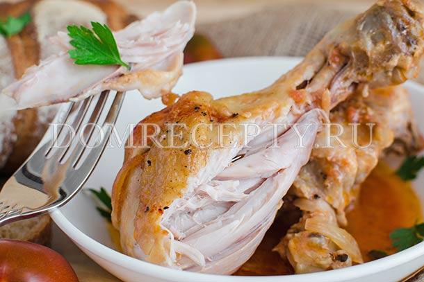 Курица в сливочном соусе с помидорами