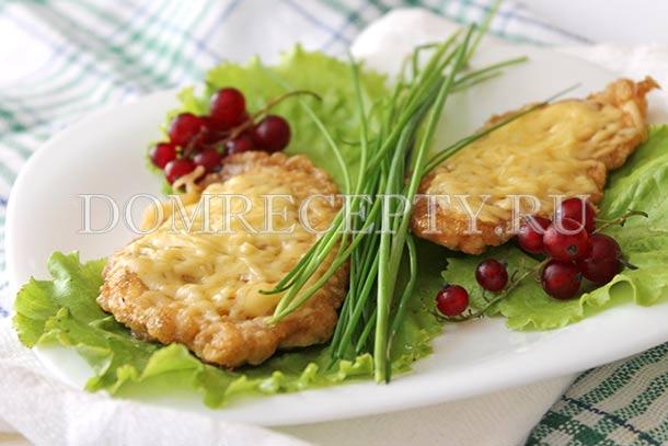 Куриные отбивные с сыром, приготовленные на сковороде