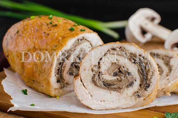 Куриный рулет с сочной начинкой – кулинарный рецепт