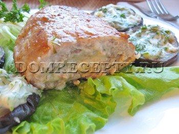Мясные зразы с сыром и маринованным огурчиком