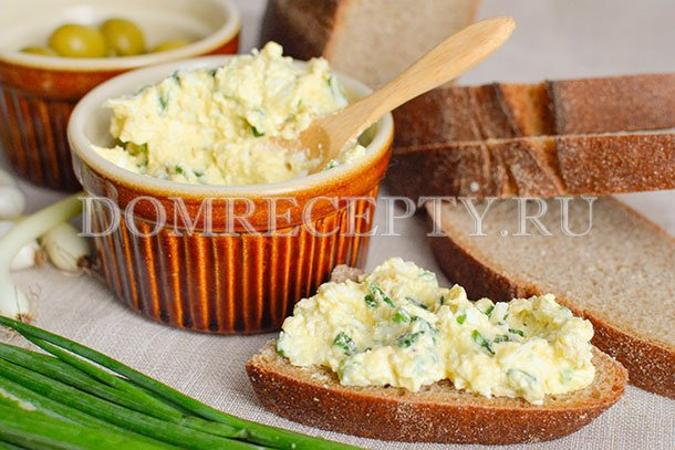 Намазка на бутерброд с зеленью и оливками