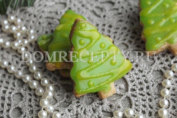 Новогоднее песочное печенье «Елочки» с глазурью