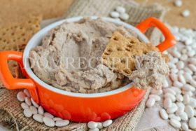 Паштет из белой фасоли с грецкими орехами и творогом