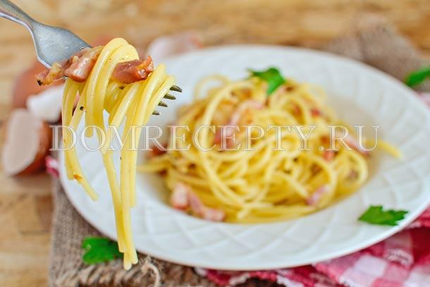 Паста Карбонара с беконом и копченым сыром
