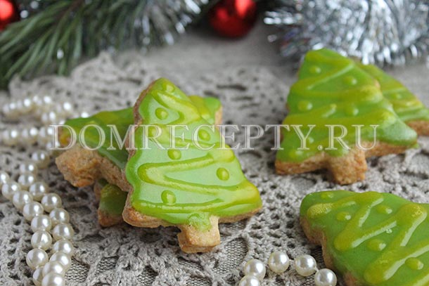 Новогоднее печенье «Елочки» с глазурью