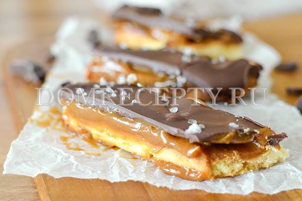Печенье с карамелью и шоколадом
