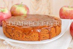 Сладкий пирог из кабачков с яблоками