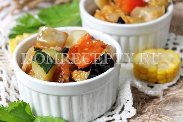Овощное рагу с кабачками, баклажанами и помидорами