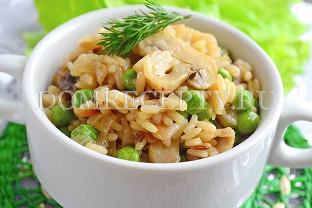 Рис с шампиньонами, приготовленный на сковороде