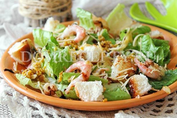 Салат «Цезарь» с креветками и сухариками