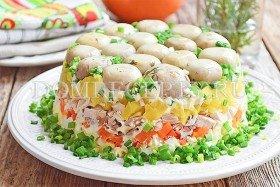 Салат Грибная поляна с шампиньонами и курицей